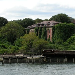 Riverside_Hospital_North_Brother_Island