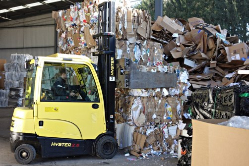 Improve efficiency and uptime in recycling and waste applications with lift trucks from Hyster® electric