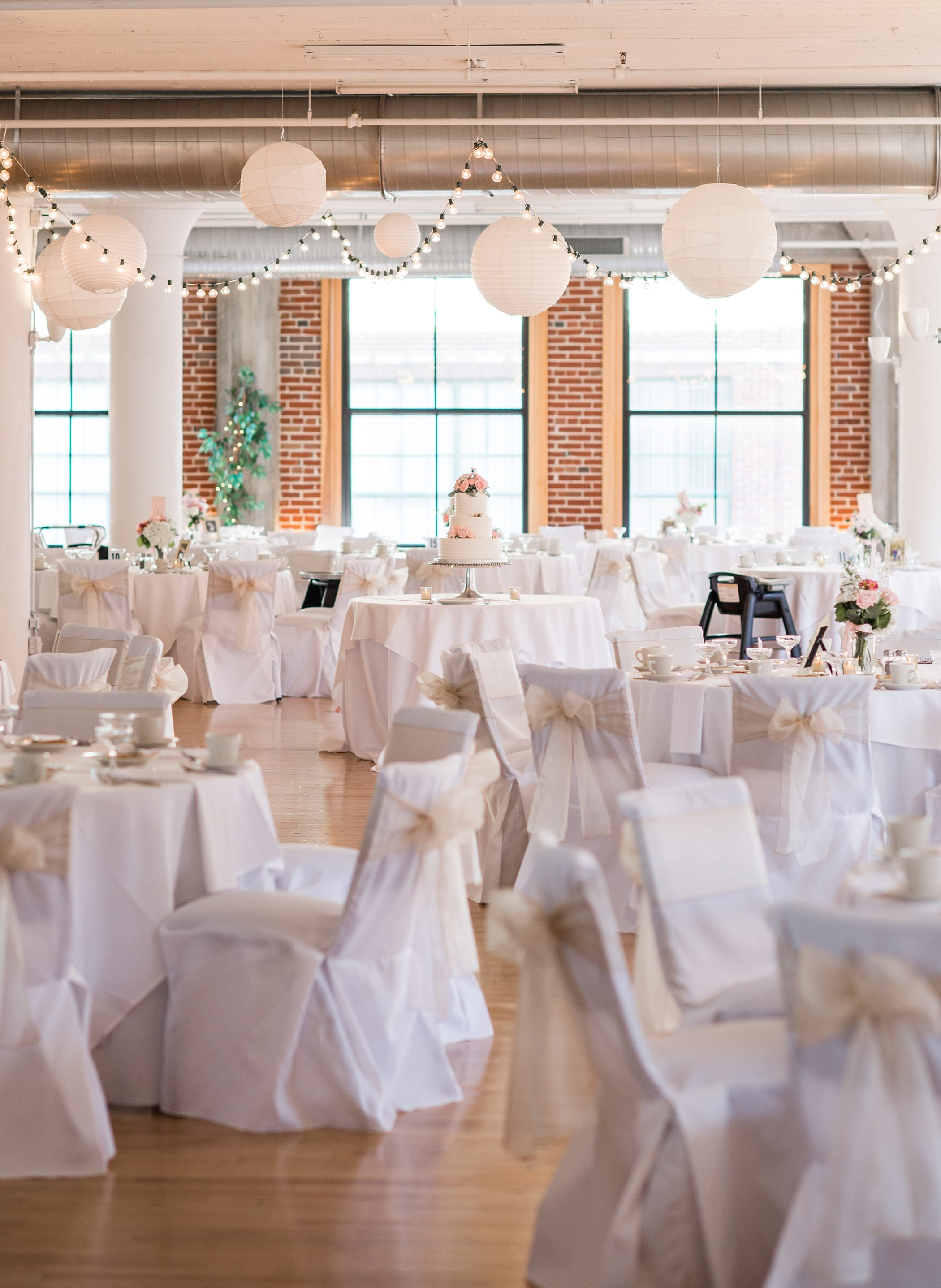 Lovable St Louis Wedding At Windows On Washington By Michelle Logan St Louis City Museum Vault Room Wedding St Louis Wedding Windows On Washington St Louis Weddings Windows On Washington Parking houzz-02 Windows On Washington