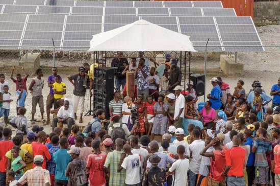 Inauguration of Haitian microgrid