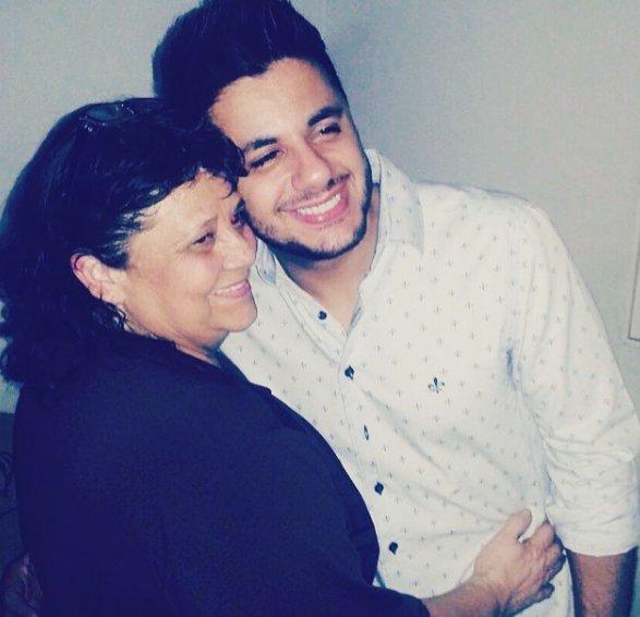 Mãe de Cristiano Araújo compartilha homenagem nas redes sociais