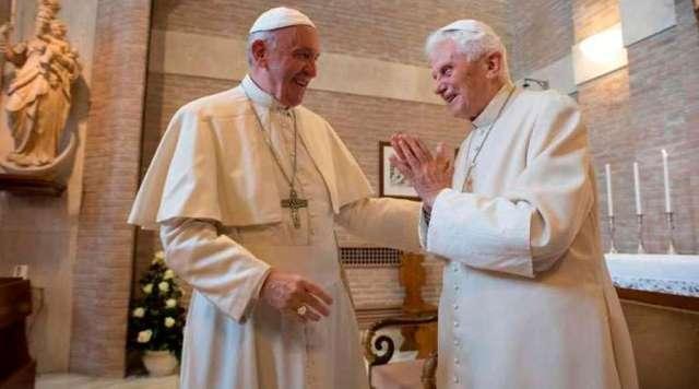 Papa Francisco visita a Benedicto XVI para saludarlo por Navidad
