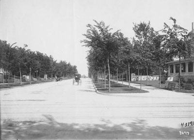 Armor looking east from Main in 1907.
