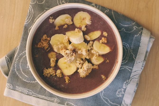 DIY acai bowl recipe (with almond milk)