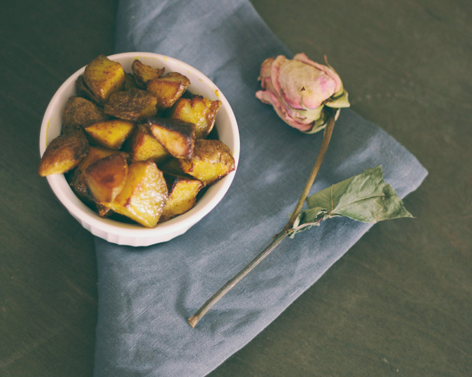 easy recipe for oven-roasted potatoes | midwestlovefest.com