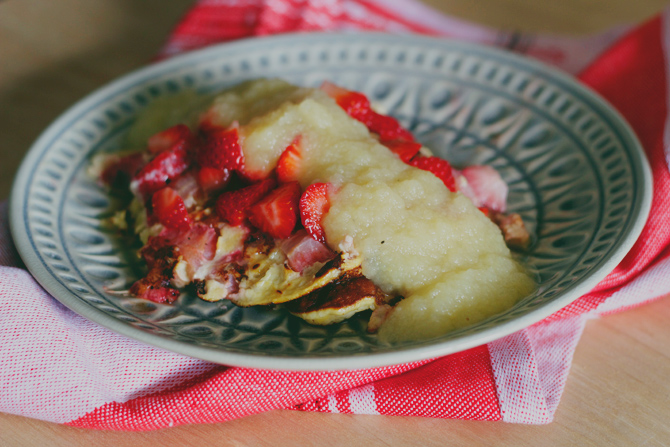 3 ingredient, no flour strawberry pancakes