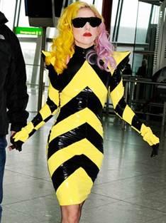 Lady Gaga, con traje inspirado en abejas