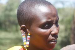 mujer-masai-oreja-adornada