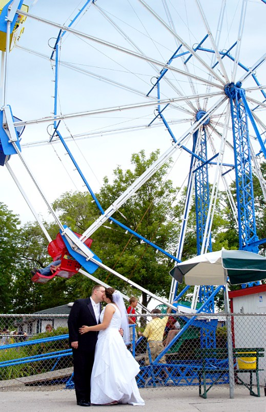 W-bay-beach-wedding-ferris-wheel