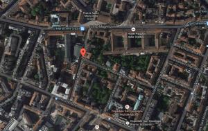 Il puntatore segna la zona presunta degli orti di Leonardo intorno all'attuale Via Zenale.