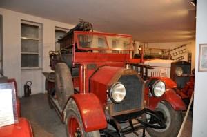 Una degli automezzi storici depositati presso il Museo dei Vigili del Fuoco (foto da Cronaca Milano)