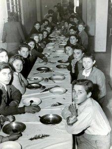 Bambini ebrei scampati dopo la guerra
