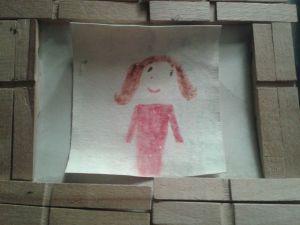 Così mi vedeva mia figlia ai tempi del suo asilo, ma come si può vedere l'opera d'arte avrebbe bisogno di un restauro...