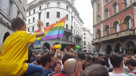 La Pride Parade attraversa il centro di Varese