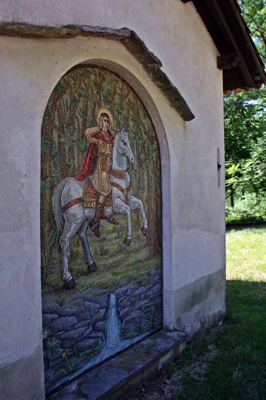 Mosaico sull'esterno della cappelletta dedicata a S. Gemolo