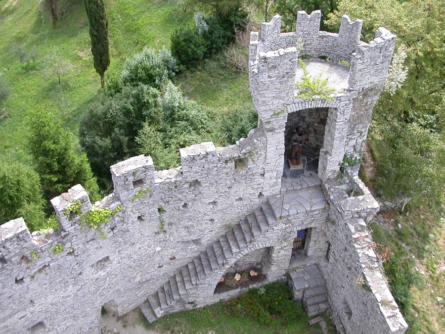 Little_tower_castle_Vezio