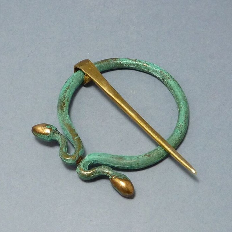 roman-omega-shaped-fibula-brooch