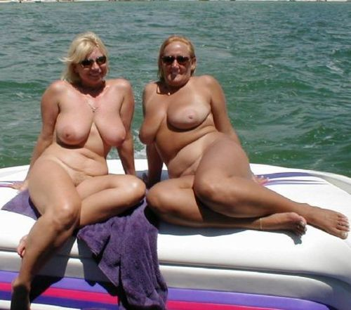 mother and daughter nude mom