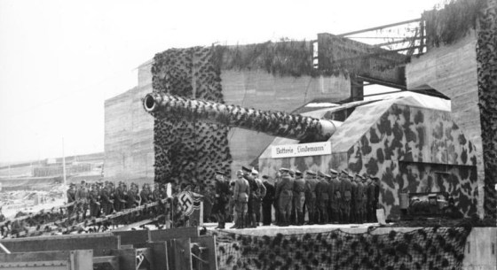 German gun emplacements like this hurled hundreds of shells across the English Channel during World War Two. (Image source: German Federal Archive)