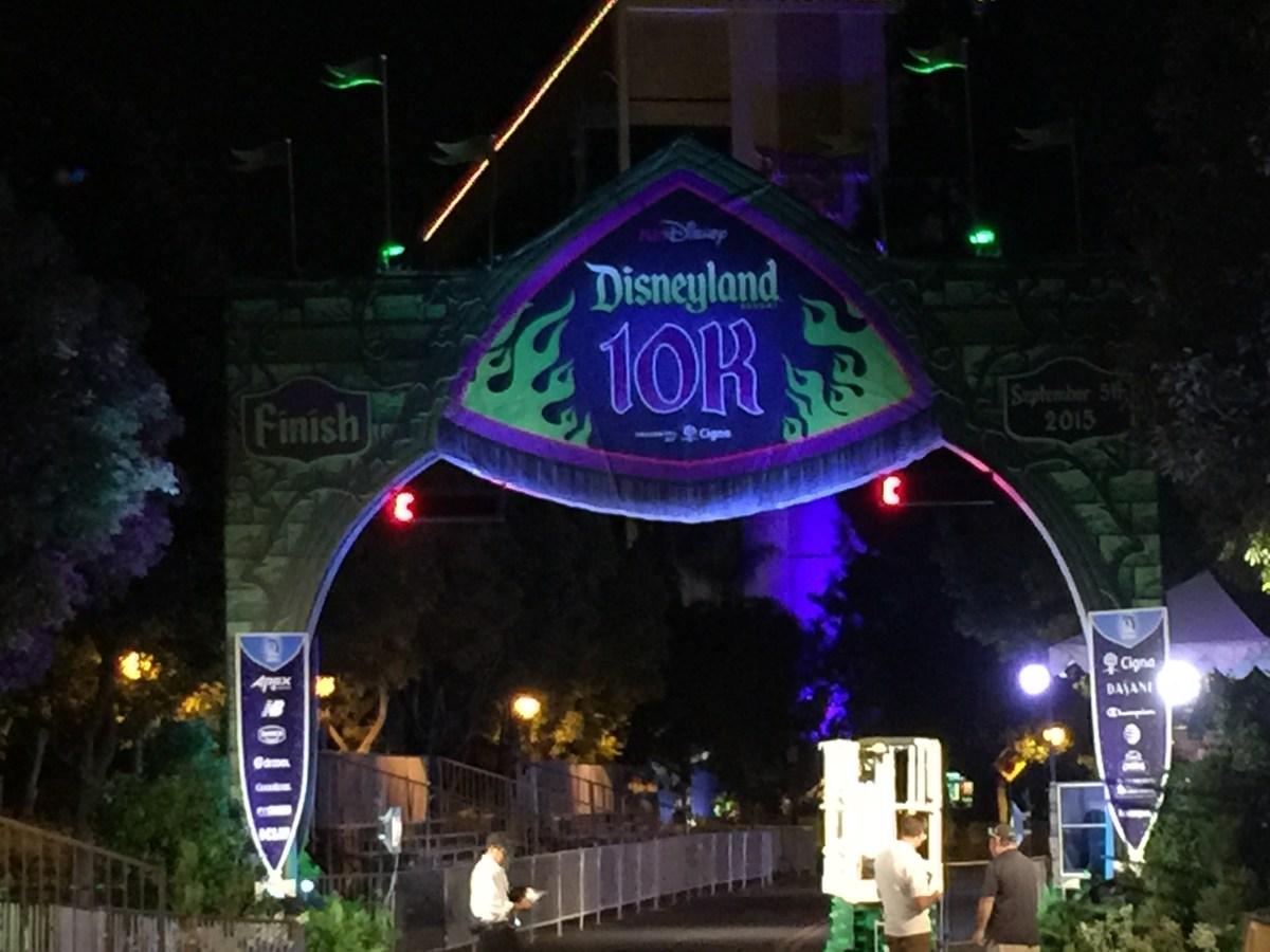 """Race Review: 2015 Disneyland 10K (9/5/2015), or: """"Swept away for a moment by chance..."""""""