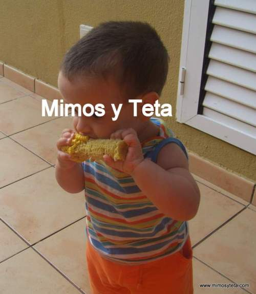 15 meses-Comiendo piña de millo