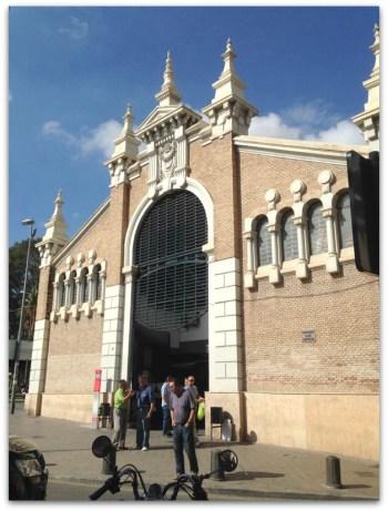 El edificio actual, de estilo modernista sobrio, fue diseñado por el arquitecto Pedro Cerdán y construido entre 1912 y 1916.  (Wikipedia)