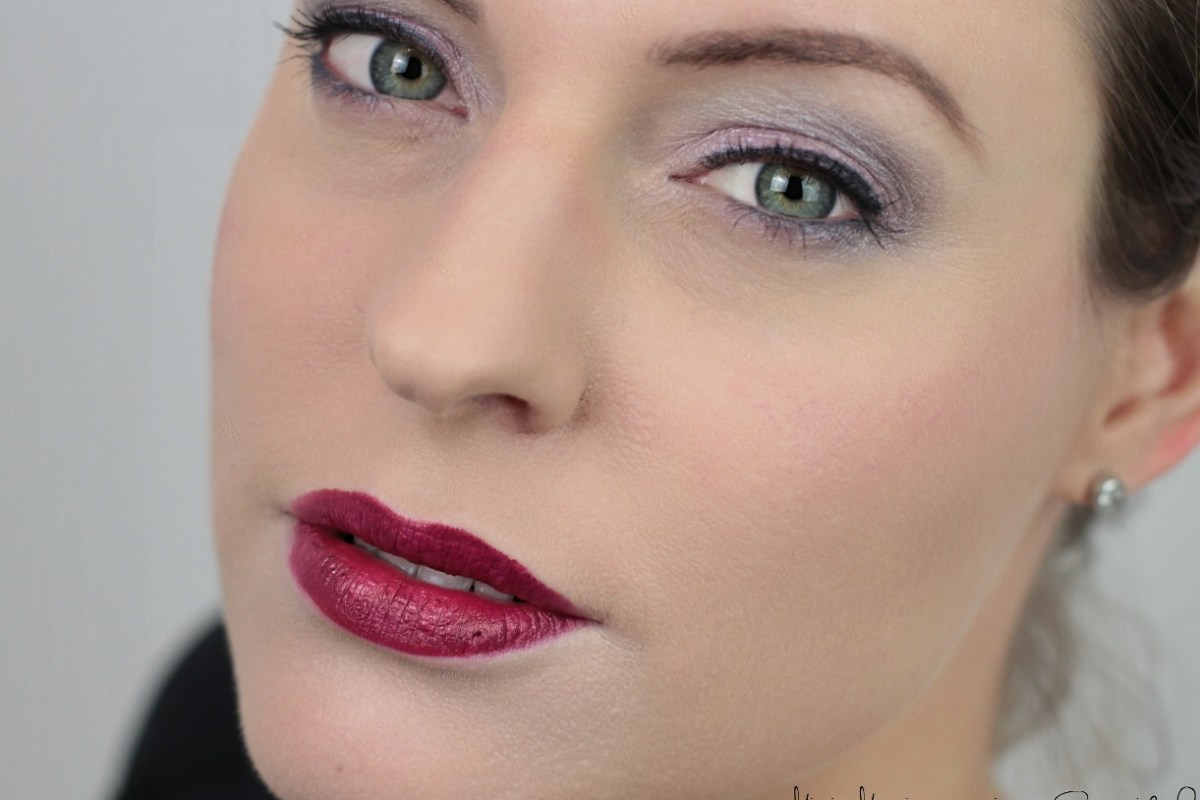 astor-one-brand-look-red-lips