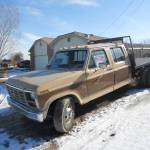 1985 F-350 1 TON FLATBED - $2000 would need a goose-neck hitch.