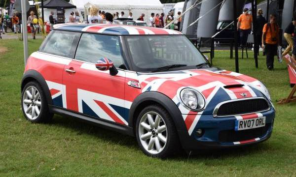 New MINI voted Best-looking car of 2014 by German magazine Auto, Motor und Sport