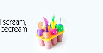 Zelfgemaakte ijsjes met aardbei en blauwe bessen