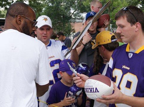 Photo of Donovan McNabb signing autographs during at the Minnesota Vikings 2011 training camp