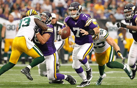 Photo of Christian Ponder escaping a Green Bay Packers pass rush.