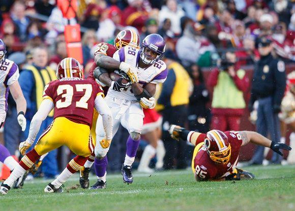 Photo - Adrian Peterson Runs Against Washington Redskins - 2011