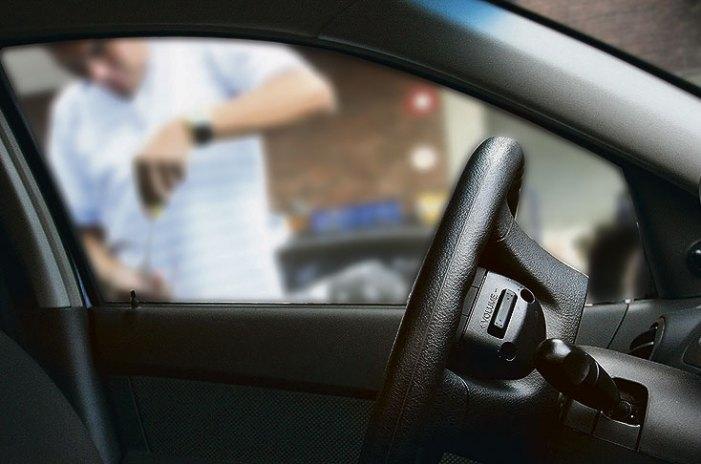 Delincuentes acechan a dueños de vehículos