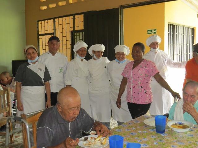 Aprendices de cocina del SENA realizan labor social en el Hogar del Anciano, Puerto Asís