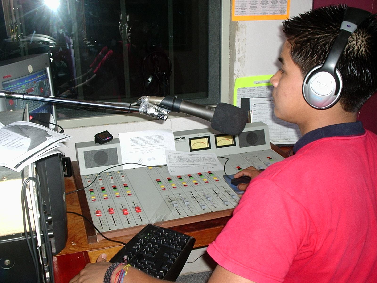 ECUADOR: Se recordó el Día Mundial de la Radio