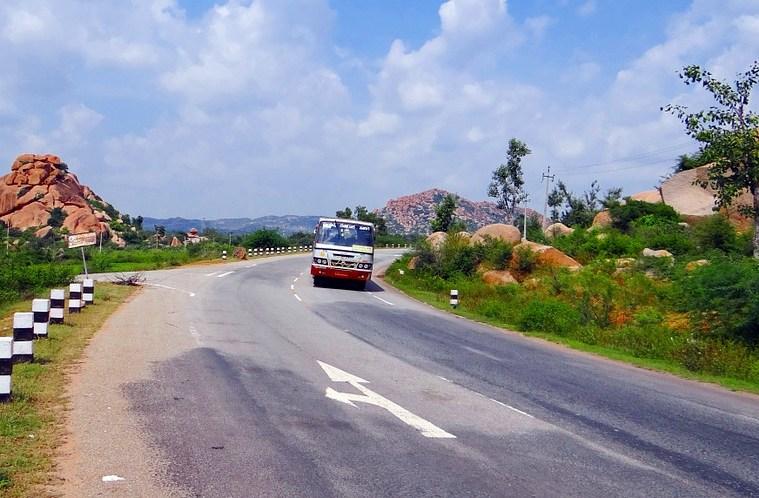 hill-road-204115_960_720
