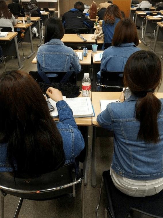수업에 새로 산 청자켓 입고 갔는데
