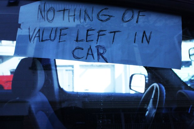Car on South Van Ness displaying sign to ward off thieves
