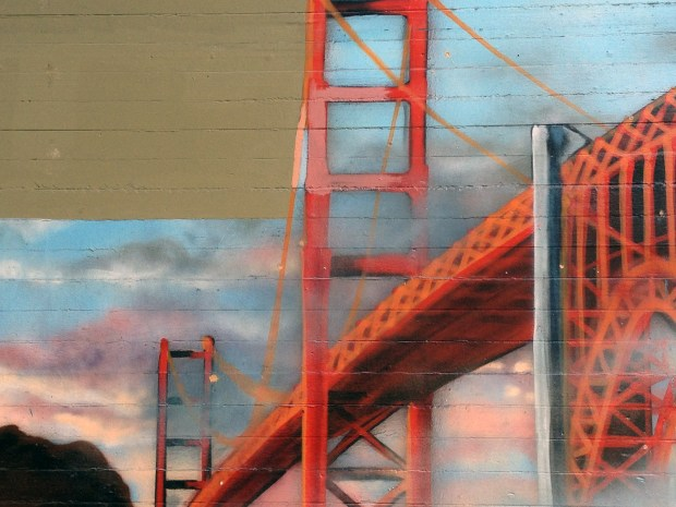 A mural of the Golden Gate Bridge off of Folsom Street.