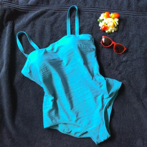 misskittenheel frenchcurves pool side maillot swim lake beach lido 05
