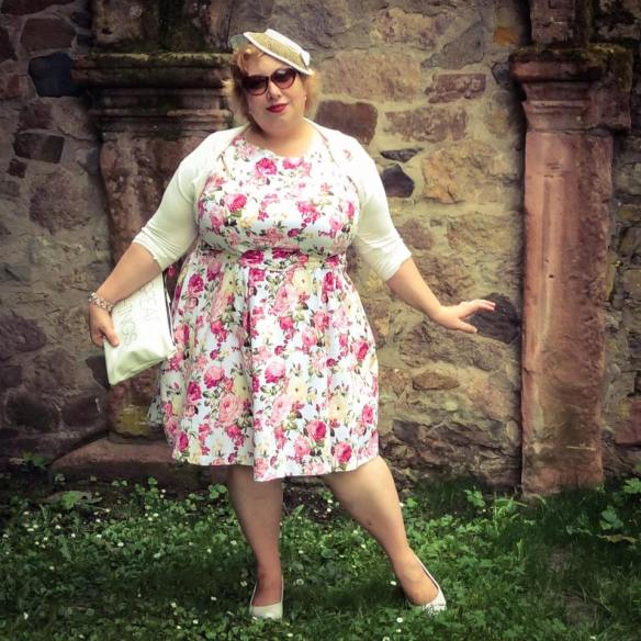 misskittenheel wedding guest roses lindybop audrey pink hat dieburg castle 05