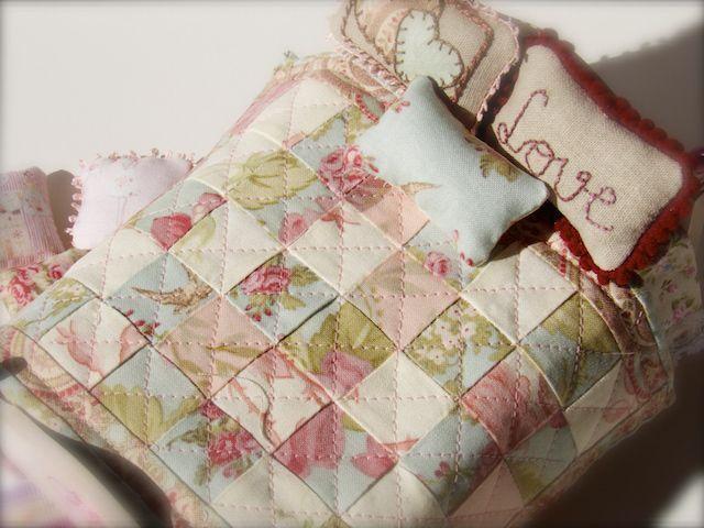 Colchas de patchwork para casas de mu ecas tutorial - Casas de patchwork ...