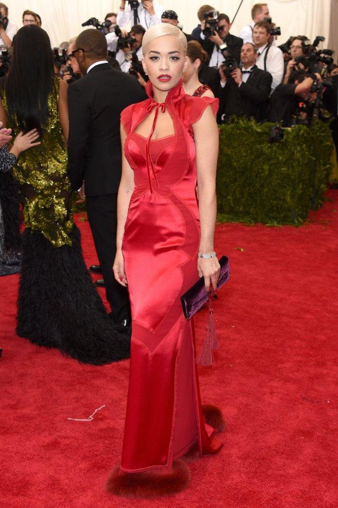 Rita Ora look baile met 2015