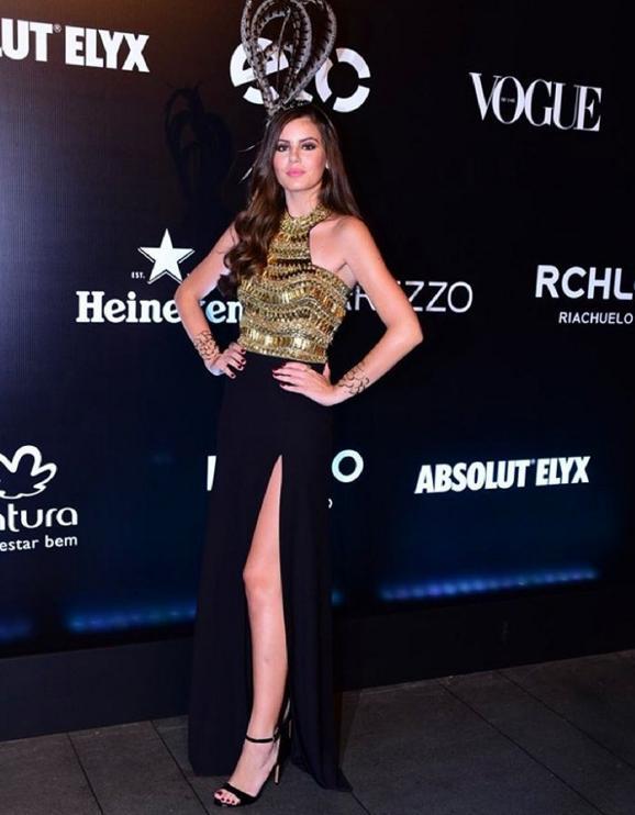 look Camila_Queiroz baile da vogue 2016