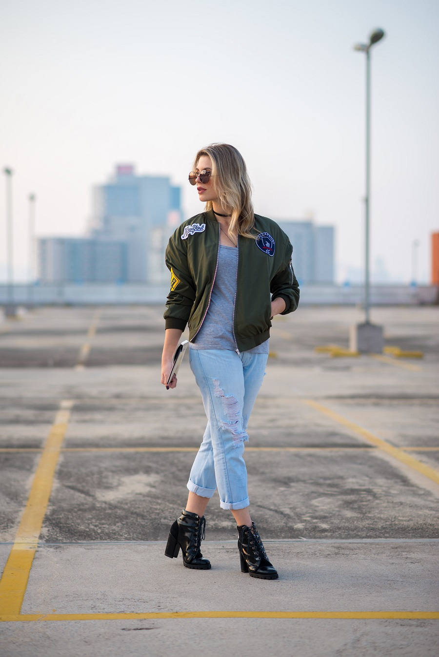look do dia da Mel Campo jaqueta bomber com patches (1)
