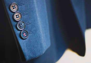 suit-926510_640