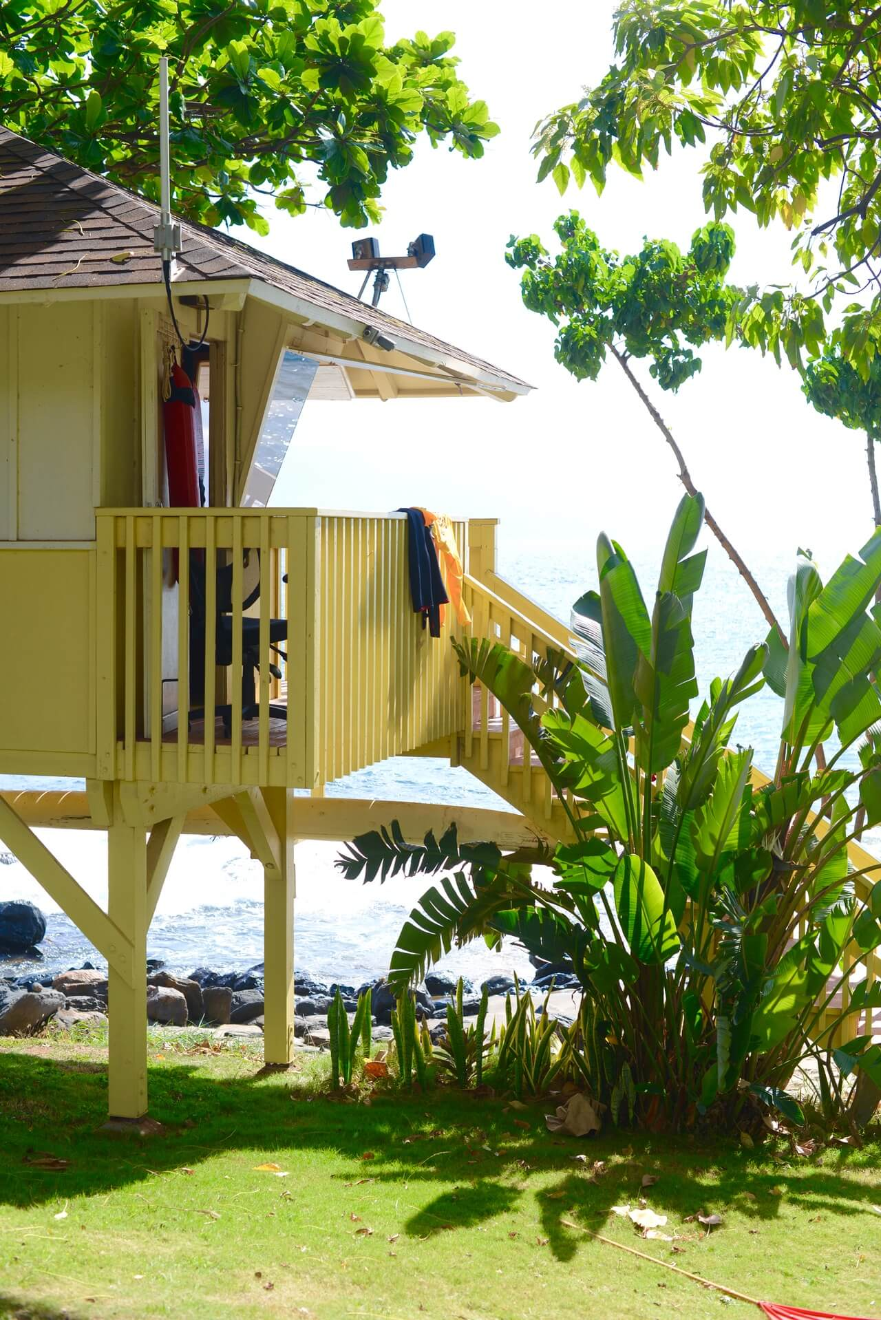 the cutest yellow lifeguard towers in maui