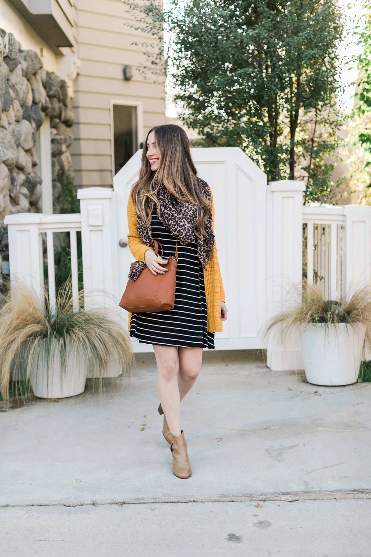 cute and casual striped dress outfit inspiration