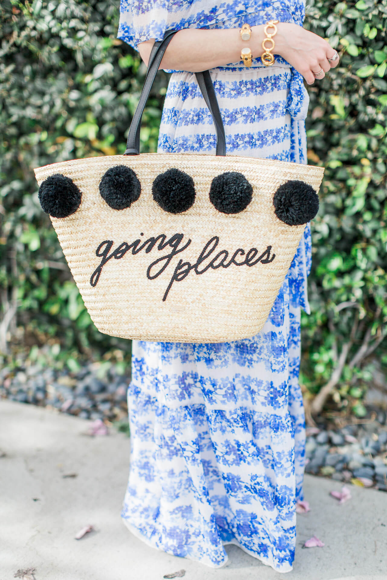 how fun is this kate spade going places tote?! Great tote for spring and summer